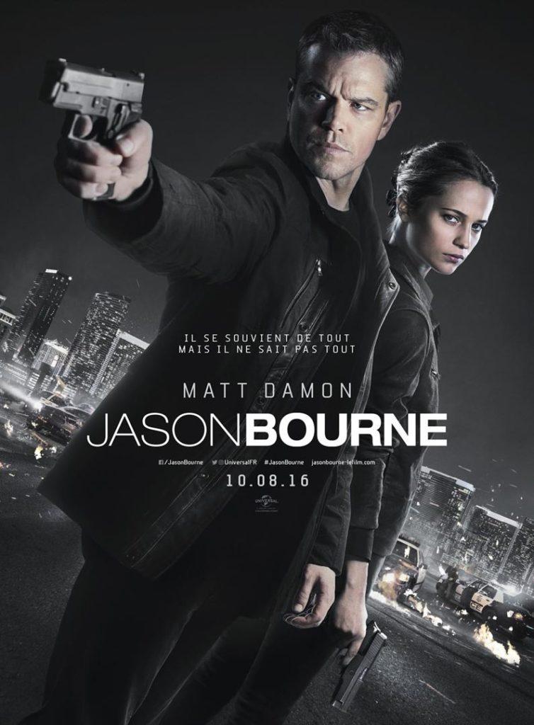 affiche du film Jason Bourne. Matt Damon tend une arme vers le premier plan, derrière lui se trouve Alicia Vikander adossée à lui.