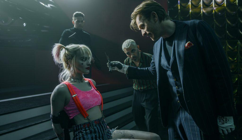 Margot Robbie est Harley Quinn face à un Black Mask (Ewan McGregor) déchaîné !